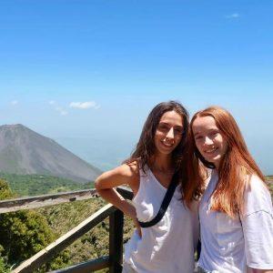 LA EXPERIENCIA COMO VOLUNTARIAS EN EL SALVADOR DE ANA  Y CLAUDIA